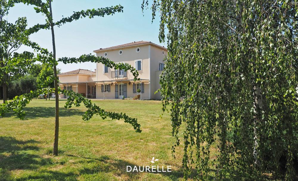 Villa T7 à vendre à Rognonas avec grand terrain et piscine