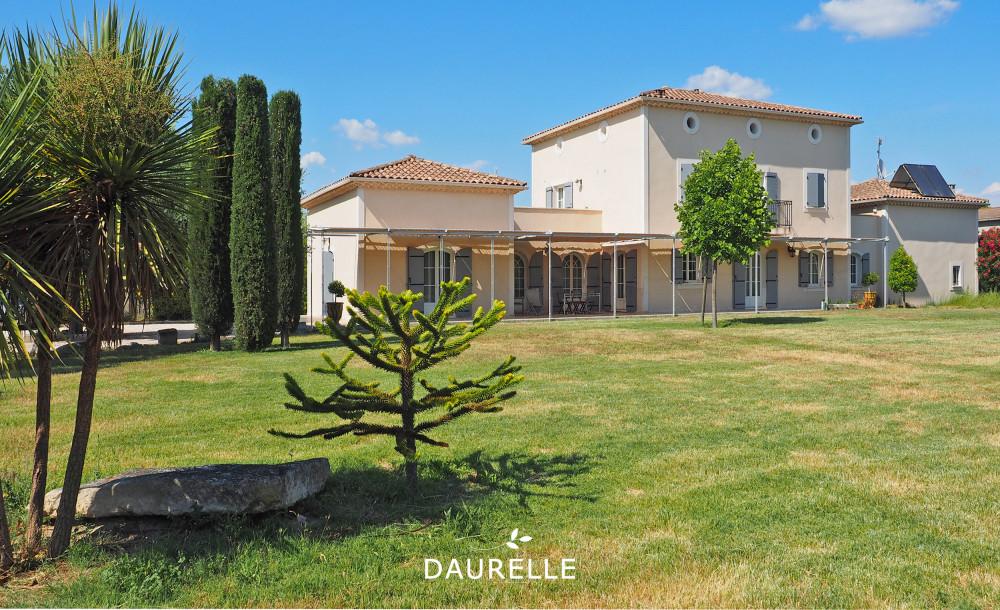 acheter Villa T7 à Rognonas avec grand terrain et piscine