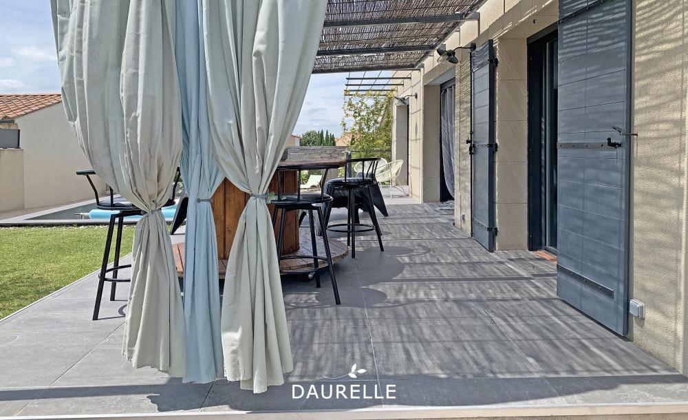 achat villa avec 5 chambres piscine et jardin à Eyragues
